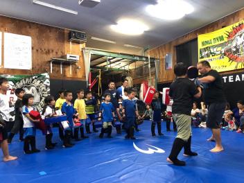 桜井マッハ速人がクラスを指導する風景 | マッハ道場代表・トレーナー