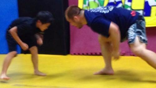桜井マッハ速人 トレーナーによる若い少年部への指導風景