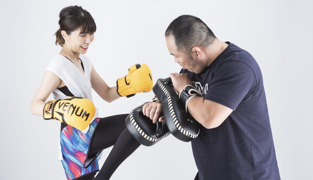 桜井マッハ速人が運営するマッハキックボクシングプラス柏のキックボクシング ビギナー・中級は女性にも人気があります